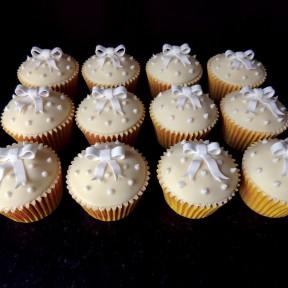 Lemon&white bow cupcakes