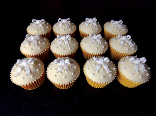 Lemon&white bow cupcakes