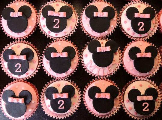 MinnieMouse cupcakes crop