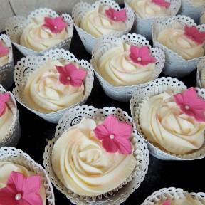 Wedding cupcakes_pink petunias