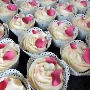 Wedding cupcakes_pink rose petals