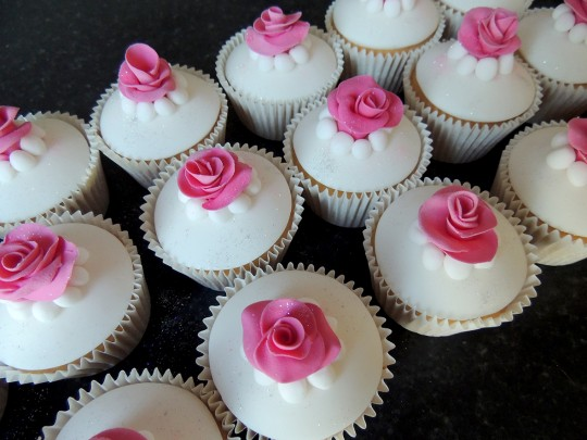 Wedding cupcakes_pink roses